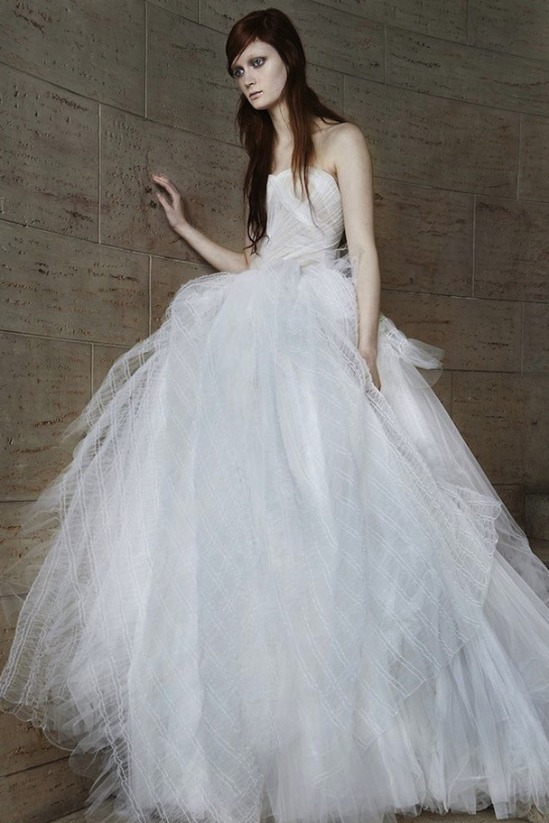 Vera Wang\'s New Edgy Wedding Dress Collection Spring 2015 (Video ...